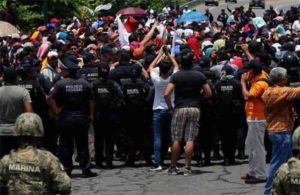 Mexico stopped a small group of 1000 migrants & will TRY to hold them